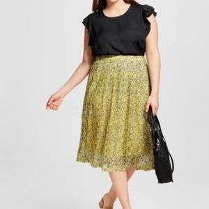 Who What Wear Skirts - 💛 WWW Floral cutout midi skirt